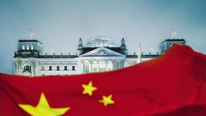Einflussnahme auf Politiker: Im Sommer 2016 machte ein angeblicher Manager aus China einem Außenpolitiker des Bundestages ein attraktives Angebot.