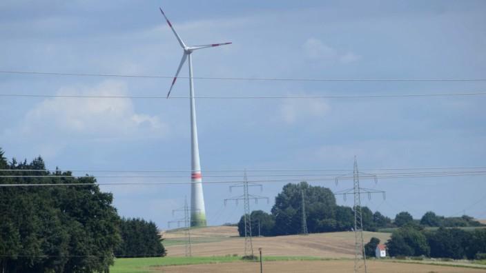 Sigmertshauser Holz: Im Norden von Dachau sind schon zwei Windräder in Betrieb - die Anlage in Etzenhausen (Foto) und das Windrad der Ziegelei Hörl und Hartmann.