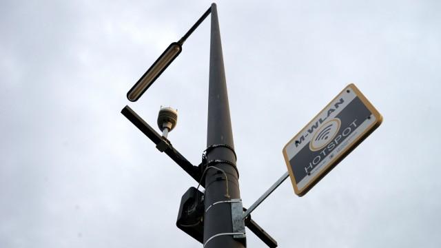 Finanzen: Die Stadt stellt intelligente Lichtmasten auf.