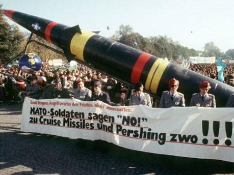Demonstration gegen Nachrüstung, dpa