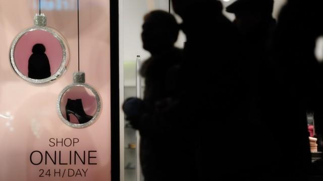 Schaufenster mit Hinweis auf Online-Shopping