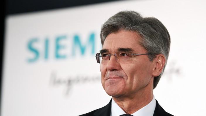 Konzerne: Äußert sich bei Twitter auch mal politisch: Siemens-Chef Joe Kaeser.
