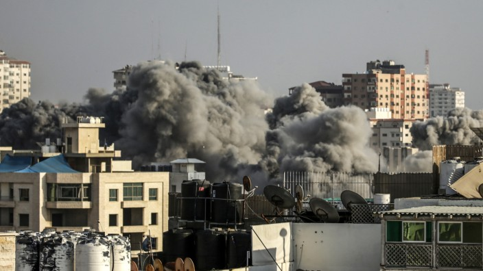"""Nahostkonflikt: """"Nachhaltig und hart"""" habe die israelische Luftwaffe die Hamas im Gazastreifen getroffen, sagt Premier Benjamin Netanjahu."""