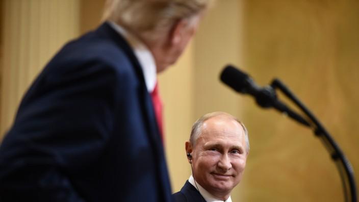 """Ergebnisse des Trump-Putin-Treffens: """"Ein sehr qualifizierter Mensch"""": Wladimir Putin war nach dem Treffen mit Donald Trump in Helsinki voll des Lobes für seinen Gesprächspartner."""