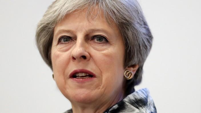 """Leserdiskussion: Theresa May schrieb in einem Gastbeitrag für eine Zeitung: """"Ich werde mich nicht dazu drängen lassen, Kompromisse bei den Vorschlägen von Chequers zu machen, die nicht in unserem nationalen Interesse sind."""""""