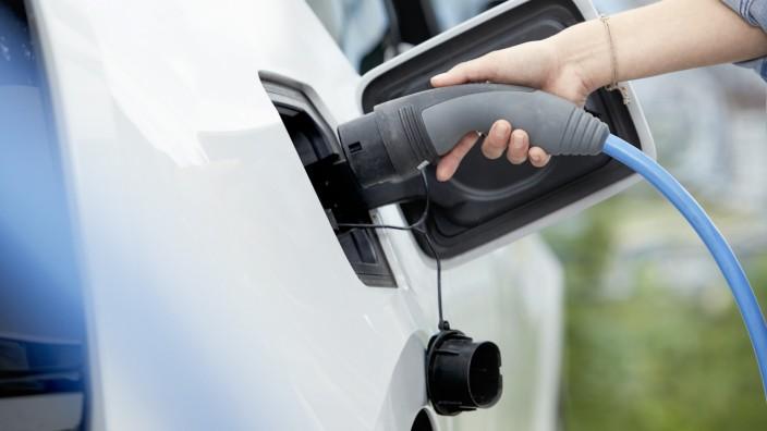 E.ON macht Solaranlagen fit fürs Laden von Elektroautos