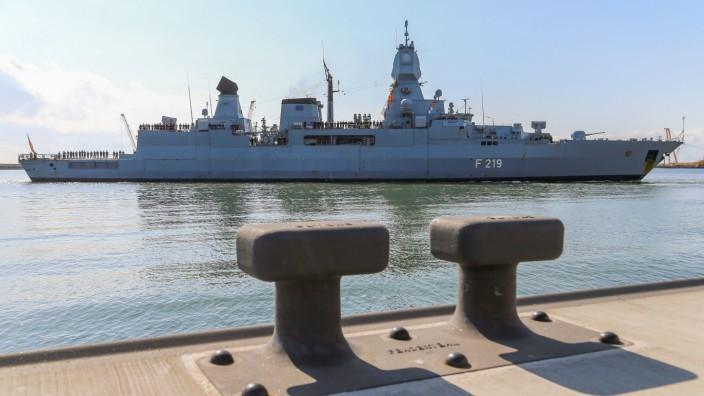 Libyen: EU will Waffenembargo mit neuer Marinemission überwachen