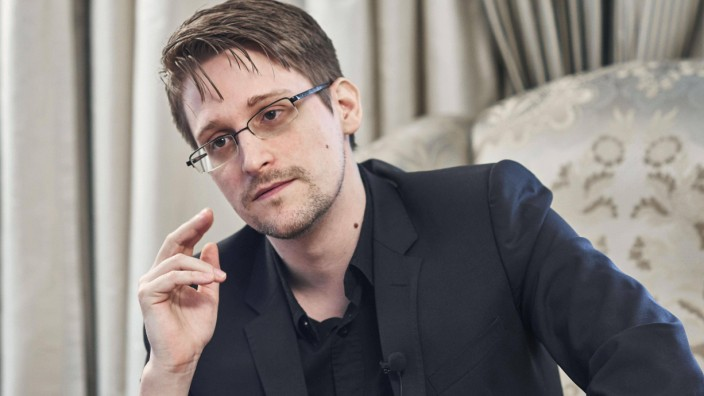 Snowden warns of looming mass surveillance in Japan Former U S National Security Agency contractor