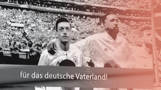Mesut Özil während der Nationalhymne vor dem WM-Spiel gegen Mexiko