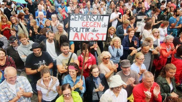 Abschlusskundgebung der Demonstration #ausgehetzt