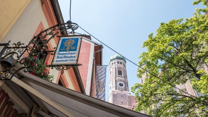 Staatsschutz ermittelt: Mitten in der Stadt, vorm Bratwurst Glöckl am Dom, ereignete sich der Übergriff.