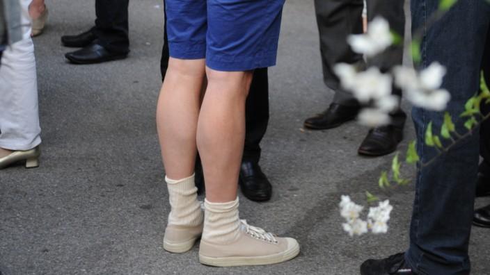 kurze hosen im bayerischen stiel für damen