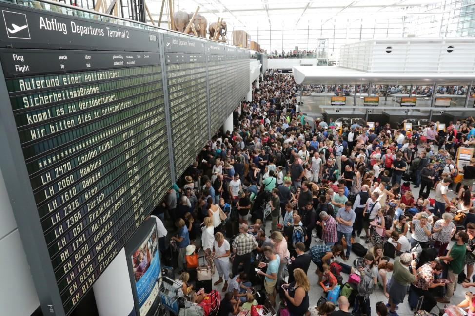 Sperrung des Terminals 2 am Flughafen München, Tausende Passagiere warten