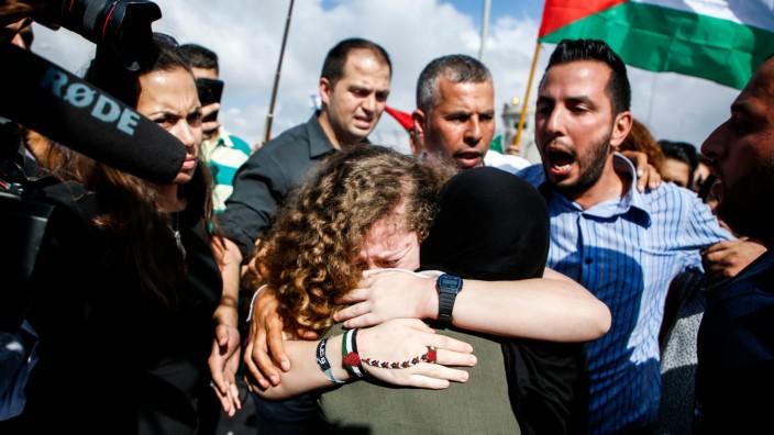 Ahed Tamimi: Ahed Tamimi bei der Rückkehr in ihr Heimatdorf im Westjordanland