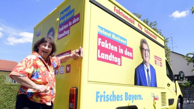 """Landtagswahl in Bayern: Markworts Wahlkampf-Auto heißt """"Faktomobil""""."""