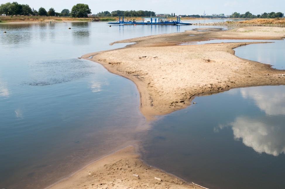 Niedrigwasser legt Weltkriegsmunition frei - zahlreiche Funde