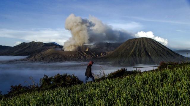 Mount Bromo's eruption ahead of Kasada ceremony