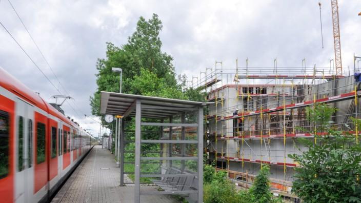 Bogenhausen: Nur wenn die Züge im Tunnel fahren, können vernünftige Straßen nach Osten entstehen. Am Bahnhof Englschalking lassen sich S 8 und U 4 verknüpfen.