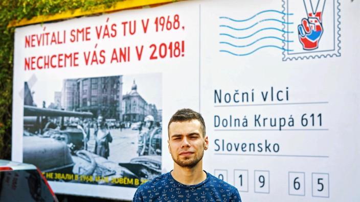 "Protestplakat gegen die ""Nachtwölfe"" in Trnava, Slowakei."