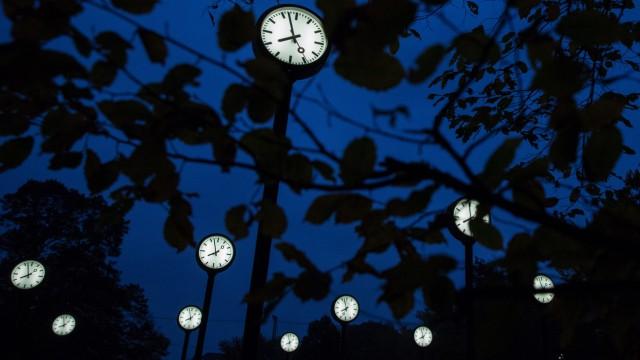 Zeitumstellung · die Sommerzeit endet