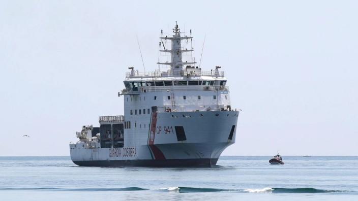 Schiff 'Diciotti' vor italienischer Küste