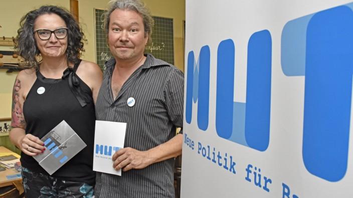 Gröbenzell: Mut-Kandidaten: Mirella Heidegger und Manni Maier treten für die neu gegründete Partei bei den anstehenden Landtagswahlen in den beiden Brucker Stimmkreisen an.
