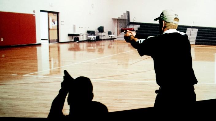 Waffengewalt in den USA: Amoklauf-Verhaltenstrainings haben überall in den USA großen Zulauf. Hier die Simulation einer Massenschießerei in Commerce City, Colorado.