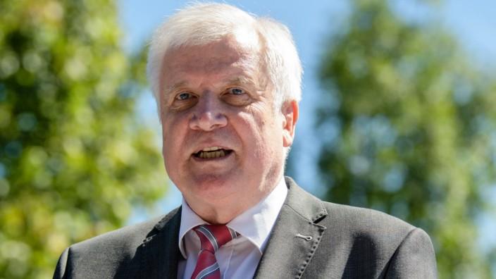 Seehofer besucht deutsch-österreichische Grenze