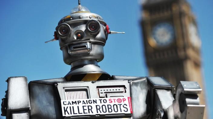 Killerroboter: Der Protest gegen Killerroboter in London erinnert an den charmanten C-3PO.