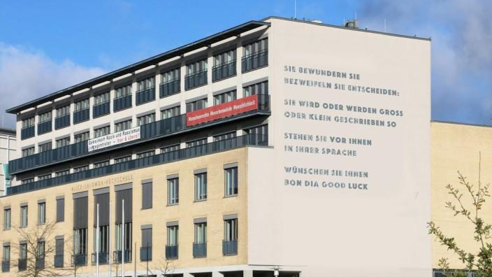 Fotomontage: Das Gedicht Barbara Köhlers nach der Sanierung der Südfassade der Alice Salomon Hochschule Berlin