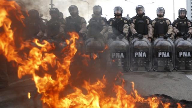 Generalstreik gegen die Wirtschaftspolitik in Argentinien