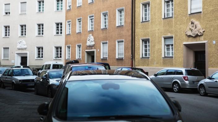 München: Au-Haidhausen, Schmuckfoto, Symbolfoto: Impression Enzenspergerstrasse, Steinarbeit über Tür.