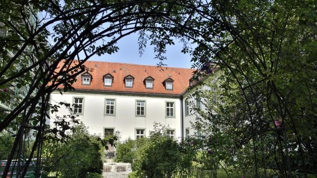Kloster Schlehdorf: Das einstige Cohaus des Klosters Schlehdorf ist zum Domizil für Kreative geworden.