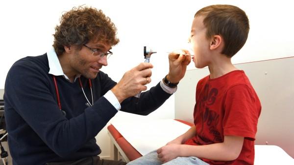 Wegen des Ärztemangels nimmt Kinderarzt Philipp Schoof nur noch neue Patienten aus seinem Stadtteil auf.