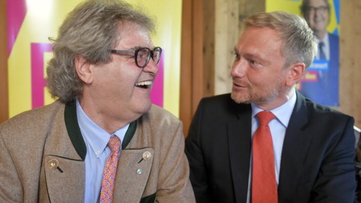 Wahlkampf: Im Rampenlicht: FDP-Chef Christian Lindner (rechts) und sein prominenter Landtagskandidat Helmut Markwort.
