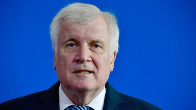 Horst Seehofer 2018 bei einer Pressekonferenz in Berlin