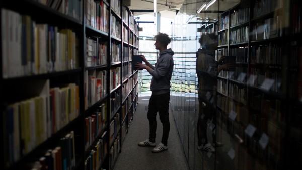 Linke: Junge Menschen sollen Bibliotheken frei nutzen können