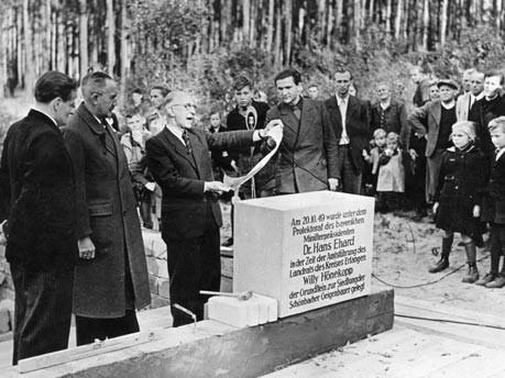 Grundsteinlegung in der Nachkriegszeit, Foto: SV-Bilderdienst
