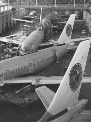 Produktionshalllen von Aerospatiale in Südfrankreich, Foto: SV-Bilderdienst