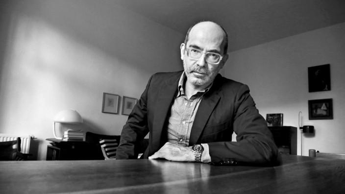 Über eine Siez-Freundschaft: Im Corona-Sommer 2020 wurde Maxim Biller sechzig Jahre alt. Hier in seiner Wohnung in Berlin.