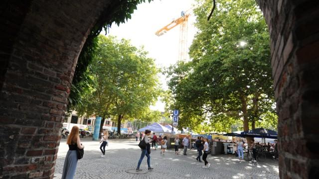 Altstadt: Gemütlicher soll es werden: Die Platzfläche soll künftig auch stärker vor Straßenlärm geschützt werden.
