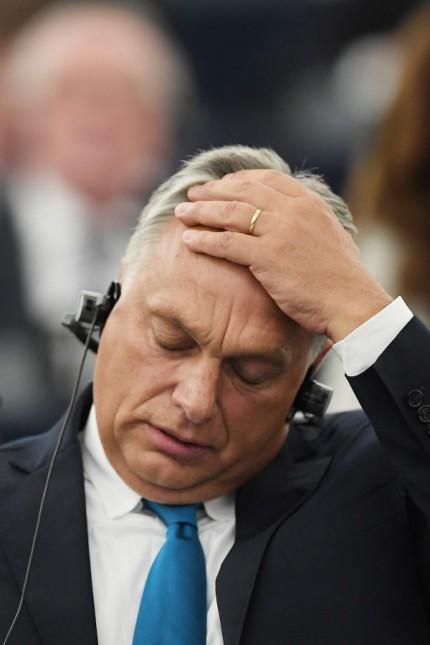 """Ungarn: Verzweifelt? Ungarns Ministerpräsident Viktor Orbán erhielt viel Kritik für seinen Auftritt im EU-Parlament und wertete dies als """"Angriff auf Ungarn"""". Offenbar ging es ihm dabei vor allem darum, bei der ungarischen Bevölkerung Eindruck zu machen."""
