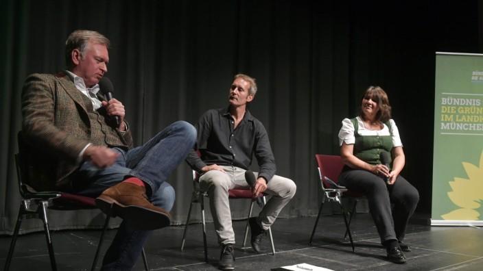 Landtagswahl: Reden über Bayern: Die beiden Grünen-Kandidaten Claudia Köhler und Markus Büchler (Mitte) im Gespräche mit Kabarettist Christian Springer.