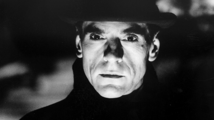 "Jeremy Irons in dem Film ""Kafka"""