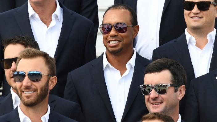 Ryder Cup im Golf: Primus inter pares: Tiger Woods (Mitte) reiste mit dem Turniersieg bei der Tour Championship an.