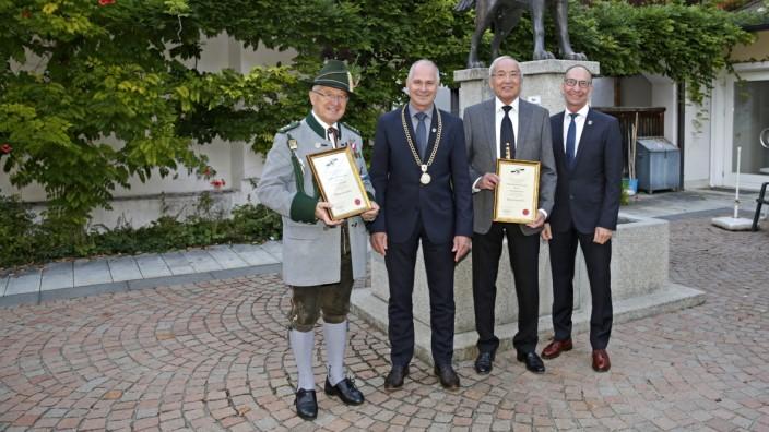 Ehrungen: Die Ausgezeichneten und ihre Laudatoren: Ewald Brückl, Bürgermeister Klaus Heilinglechner, Paul Brauner und Günther Eibl (von links).
