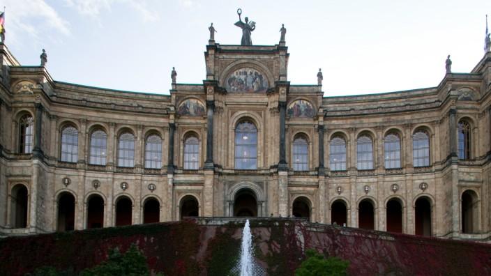Brunnen vor dem Maximilianeum in München, 2017