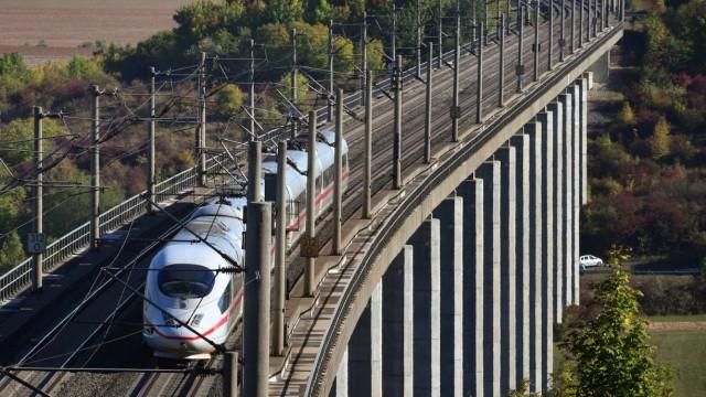 Deutsche Bahn: Ein ICE auf der Strecke Fulda-Würzburg