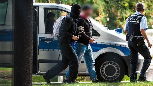 """Mutmaßliche Rechtsterroristen der Gruppe """"Revolution Chemnitz"""" treffen in Karlsruhe ein"""