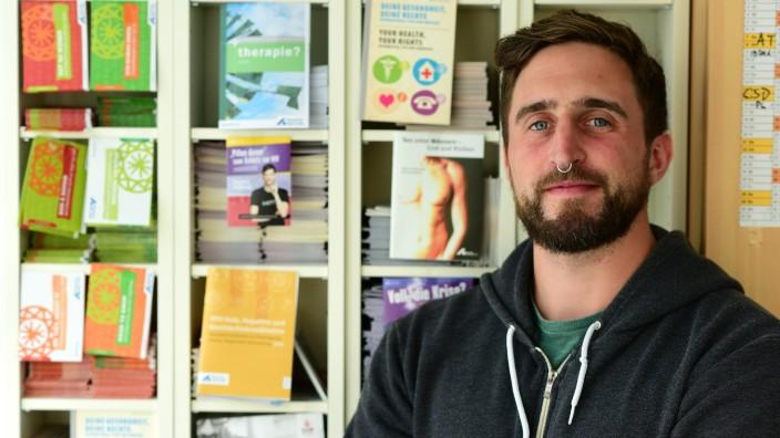 """HIV-Schnelltests: """"Es ist was anderes, ob man über die Risiken einer HIV-Infektion nur liest und das mit sich allein ausmacht, oder ob man das im Gespräch erörtert"""": Jan Geiger berät im Sub Menschen, die sich mit HIV angesteckt haben."""